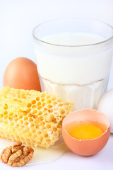 Milk with eggs and honeycombs