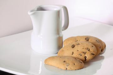 Biscotti e lattiera