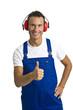 Arbeiter mit Gehörschutz