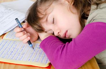 eingeschlafen bei den Hausaufgaben