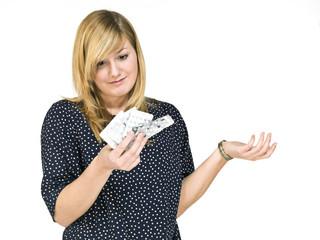 Junge Frau (19 Jahre) ratlos mit Tabletten