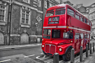 Bus rouge typique - Londres (UK) © Delphotostock