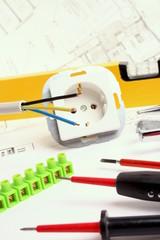Werkzeuge und Material für Elektriker