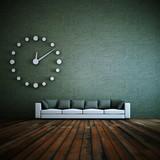 Wohndesign - weisses Sofa mit Uhr