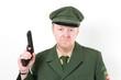 Polizist mit einer Waffe in der Hand