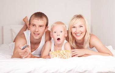 family watchign TV