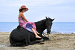 cheval couché et sa cavalière
