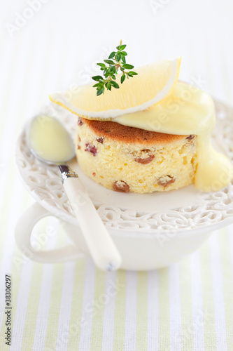 Lemon and raisin cake