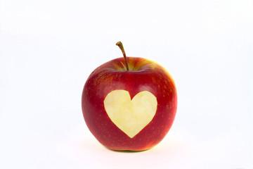 Roter Apfel mit Herzsymbol