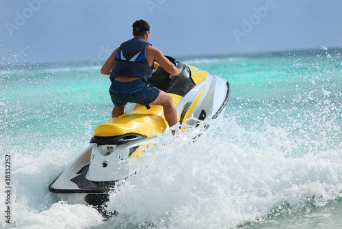 man drive on the jetski