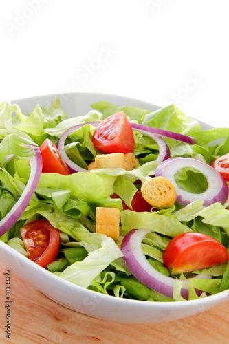 insalata mista con pomodori e cipolla
