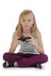 fillette jouant à un jeu vidéo