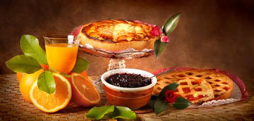 Crostate alla frutta con spremuta di arancia