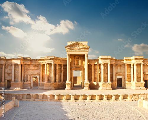 Leinwanddruck Bild Ancient Roman time town in Palmyra, Syria.