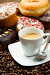 colazione caffè e ciambelle