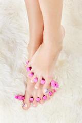 feet in toe separators