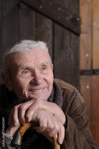 Zuversichtlicher alter Mann