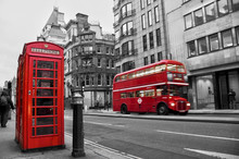 """Постер, картина, фотообои """"Cabine téléphonique et bus rouges à Londres (UK)"""""""