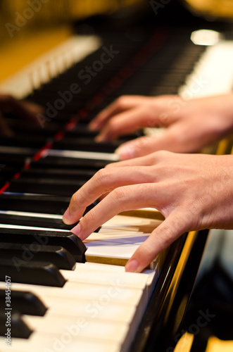 hand of a piano player
