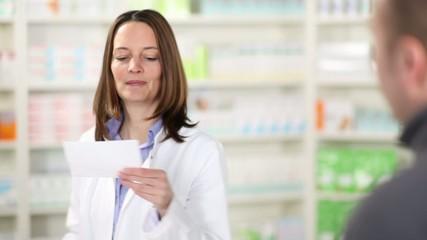 apothekerin verkauft tabletten
