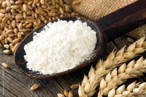 Leinwanddruck Bild Flour in wooden spoon