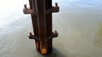Anlegedalben aus Stahl  im Binnenhafen