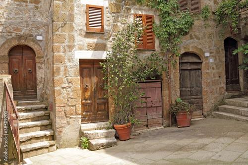 Italienischer Hof im toskanischen Dorf
