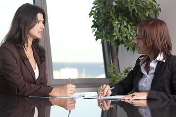 Anwälte verhandeln im Rechtsstreit