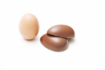 Uovo fresco e uova pasquale