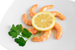 piatto con gamberi - shrimps with lemon closeup