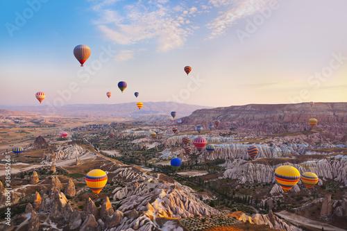 Tuinposter Canyon Hot air balloon flying over Cappadocia Turkey