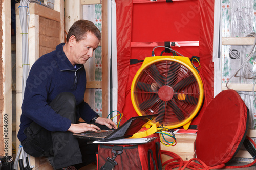 blower door test
