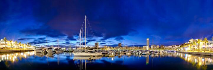 Anochecer en el puerto
