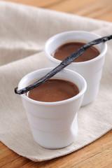 pots de crème au chocolat et gousse de vanille