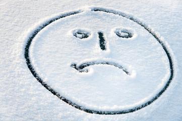 weinendes Gesicht im Schnee