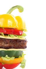 Gemüse Burger mit Hackfleisch, hoch mit Text Freiraum