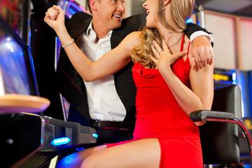 Paar in Spielcasino
