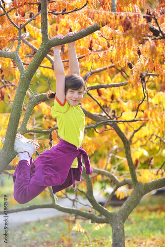 girl climbed on tree