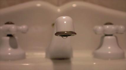 rubinetto lavandino lavabo goccia acqua
