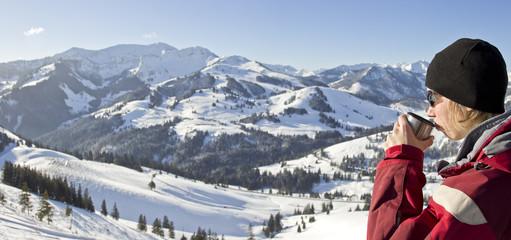 in den bayrischen alpen auf winterwanderung