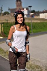 Sport macht junge Frau gluecklich