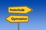 Umleitungsschild Realschule Gymnasium vor blauem Himmel poster