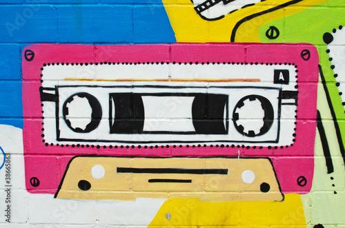 Graffiti cinta de radiocaset.