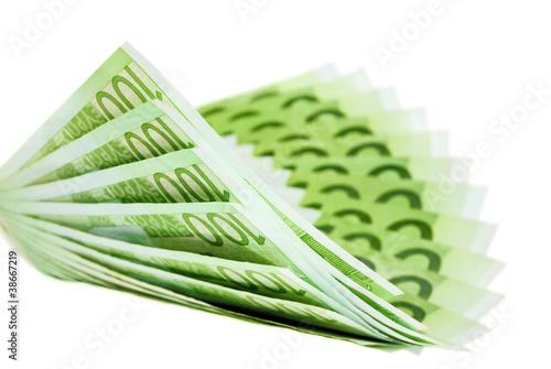 Hundert Euro Scheine kurvig angeordnet