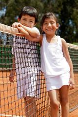 Sibblings at a tennis court