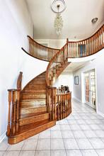 Hol wejściowy z klatką schodową