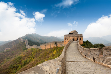 the great wall with a blue sky background