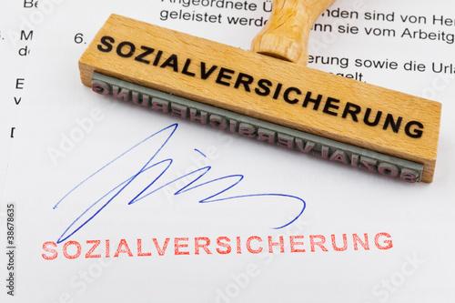 Holzstempel auf Dokument: Sozialversicherung