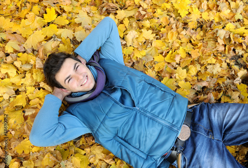 Young man sitting in park.