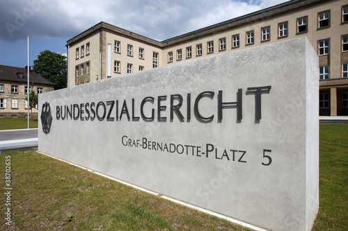 Leinwanddruck Bild Das renovierte Bundessozialgericht in Kassel